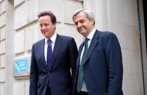 Statsministeren, David Cameron, ledsaget af Chris Huhne, statssekretær for energi og klimaændringer